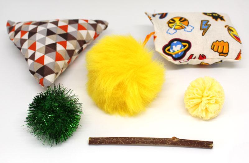 Doudous pour chats parfumés à l'herbe à chats, bâton de matatabi et pompons, boutique l'ile aux chats